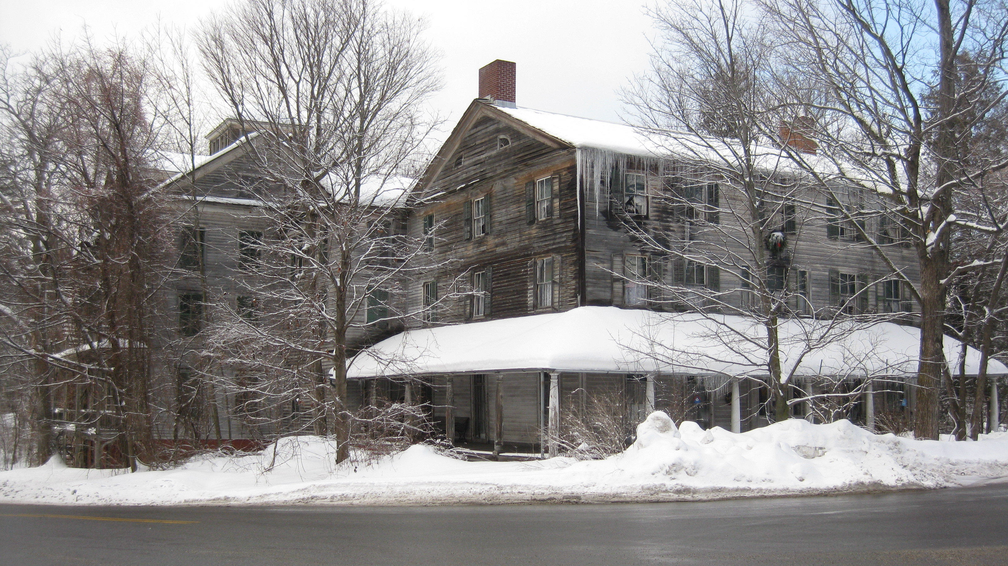 bed breakfast and traveler vermont new inn maine stays fairfield for stories england cond salem nast captain halloween in scary kennebunkport