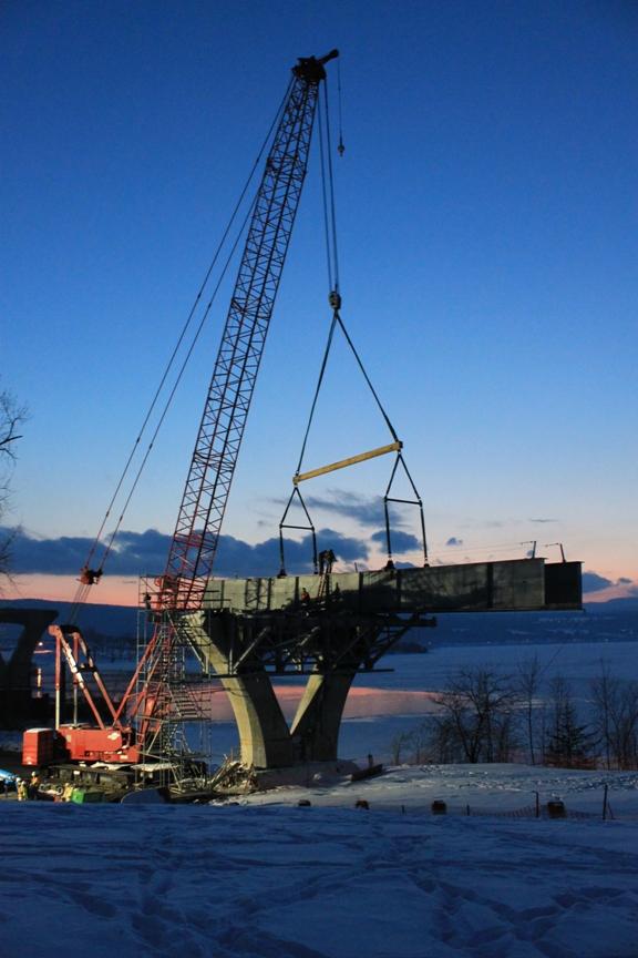 The first girder on Pier 7.