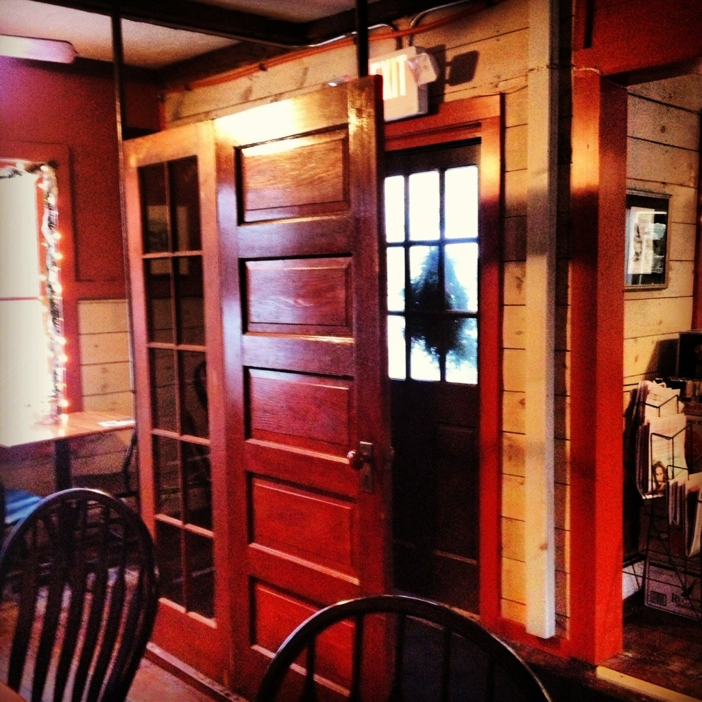 creative entryways with salvaged doors – preservation in pink