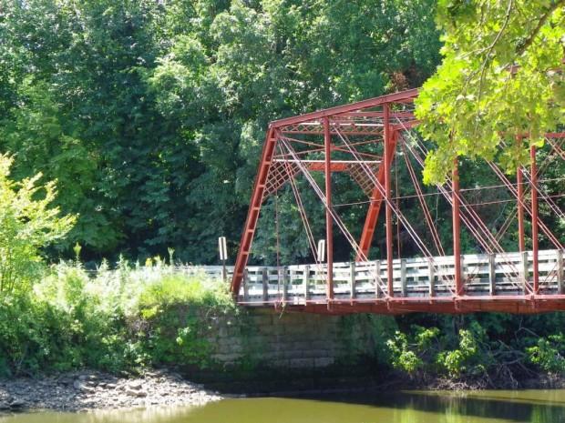 Upper Paris Bridge in Linn County, IA. Photo courtesy of Jason Smith. Click for source.