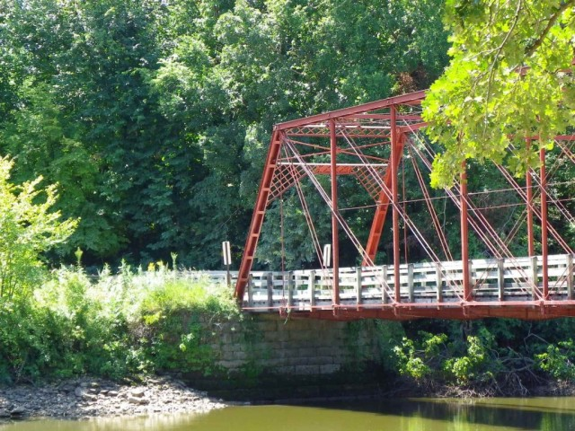 Upper Paris Bridge in Linn County, IA. Photo courtesy of Jason Smith. Click for source.