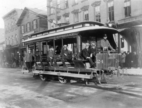 The Burlington Traction Company trolley in Burlington, VT, 1906. Photo source: UVM Landscape Change program.