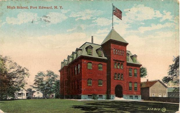 Fort Edward School, 1915. Click for source. (And thanks to Suzasippi for sending the image!)