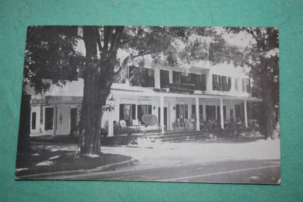 vintage-postcard-the-worthy-inn-manchester-vermont